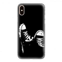 Modne etui na telefon - czarno-białe trampki.