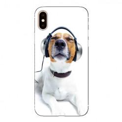Modne etui na telefon - pies słuchający muzyki.