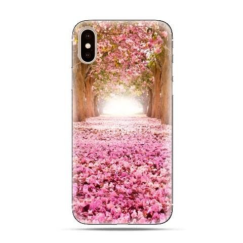 Modne etui na telefon - różowe liście w parku.