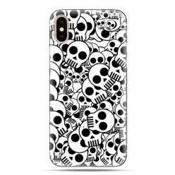 Modne etui na telefon - czarno-białe czaszki.