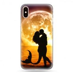 Modne etui na telefon - romantyczny pocałunek.